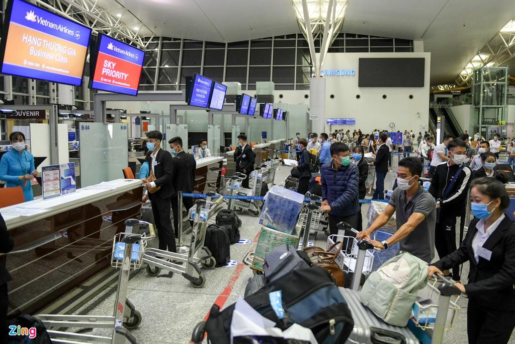 Chuyến bay thương mại quốc tế đầu tiên trở lại sau dịch