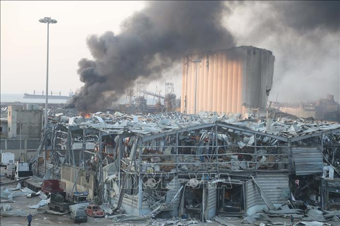 Con tàu bị bỏ rơi trở thành ''bom hẹn giờ'' tại Beirut như thế nào?