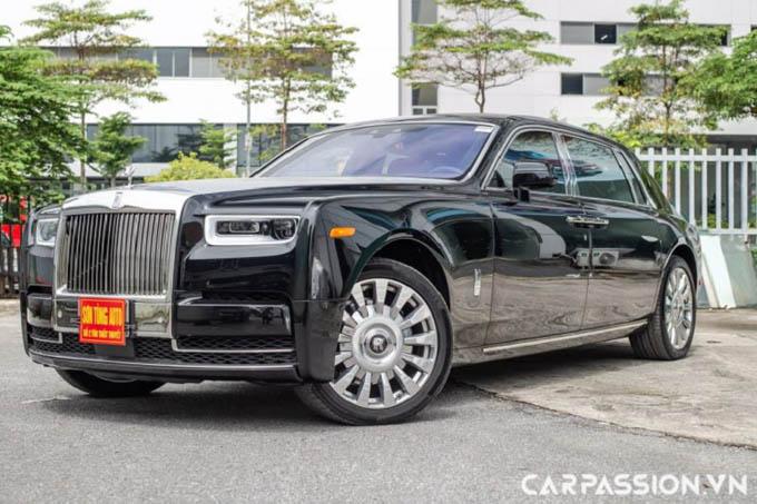 Cận cảnh Rolls-Royce Phantom VIII EWB hơn 80 tỷ ở Hà Nội
