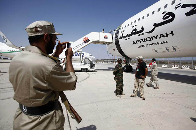 Ảnh: Vì sao ''Cung điện bay'' của cựu Tổng thống Libya Gadhafi ''mắc kẹt'' ở Pháp?