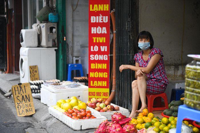 Tiệm cắt tóc, phụ kiện điện thoại chuyển sang bán rau củ quả