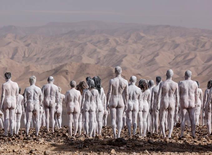 Hàng trăm người khỏa thân để cảnh báo về Biển Chết