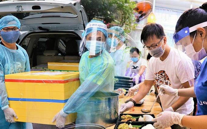 Người Đà Nẵng nấu hàng nghìn suất ăn 'VIP' phục vụ miễn phí 3 Bệnh viện đang bị cách ly