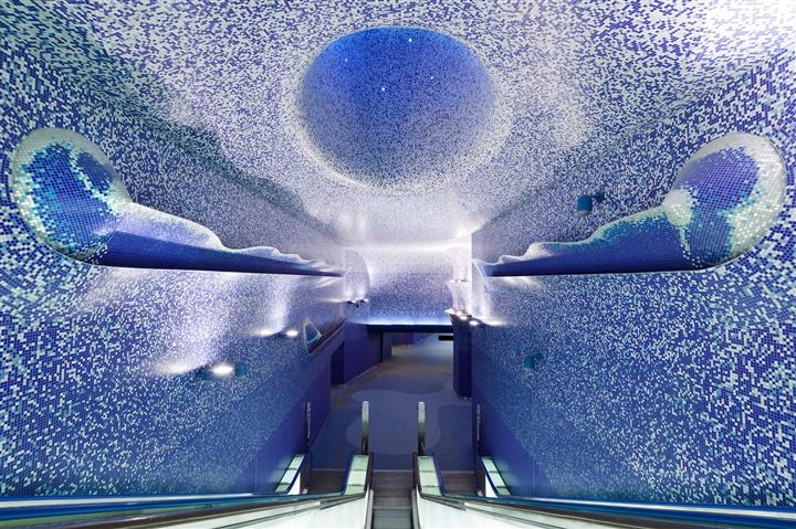 6 ga tàu điện ngầm thiết kế như lối vào thế giới khác, lộng lẫy hệt cung điện