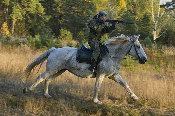 Nữ binh Nga trong chùm ảnh đầy bản lĩnh trên lưng ngựa: Ai nói kỵ binh đã ''hết thời''?
