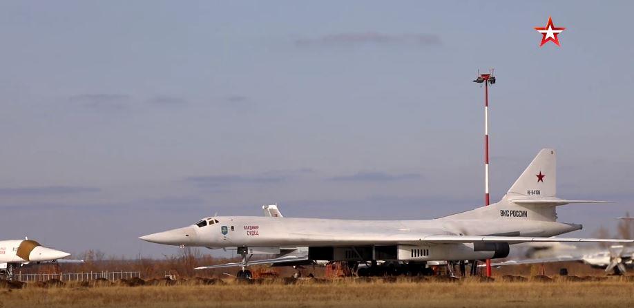 Thót tim xem 'thiên nga trắng' Tu-160 tiếp nhiên liệu trong điều kiện cực khó