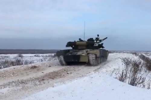 CLIP: Xem xe tăng T-80 của Nga nã pháo tiêu diệt mục tiêu trong vòng 70 giây