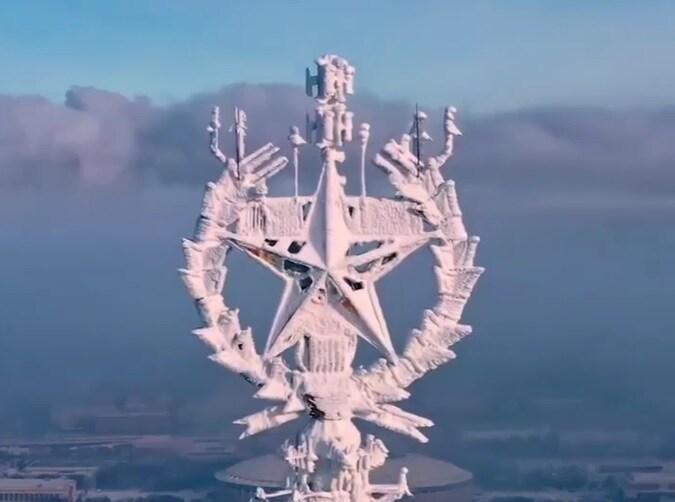 Video: Tháp truyền hình Ostankino ở Moscow bị tuyết phủ trắng