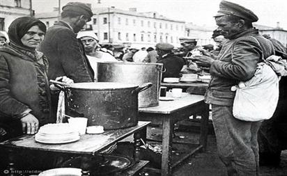 Nhộn nhịp cảnh bán hàng đường phố ở Moscow thời Liên Xô