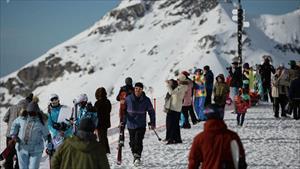 Hình ảnh nhộn nhịp ở khu trượt tuyết nổi tiếng hàng đầu của Nga