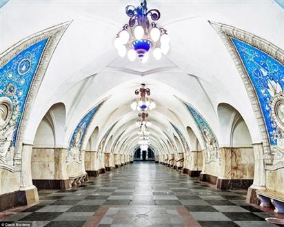 Ga tàu điện ngầm thời đại công nghệ mới ở Moscow (Nga)