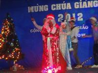 Công nhân ngành may vui hát mừng Giáng sinh