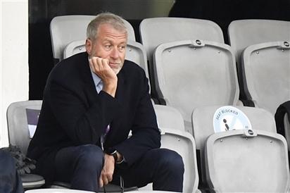 Tỷ phú Abramovich phủ nhận mua CLB Chelsea theo lệnh Tổng thống Putin