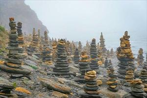 Bãi đá Stonehenge ở Nga nhìn như ở hành tinh khác