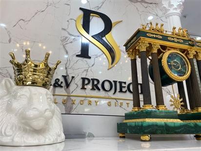 Đồng hồ đá Khổng tước mạ vàng 24k nguyên chất đến từ nước Nga