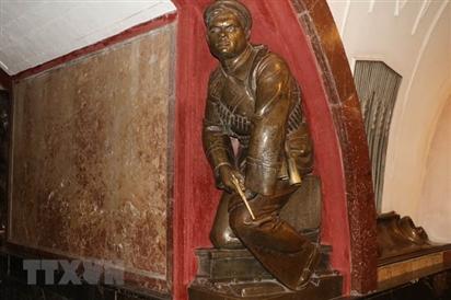Photo: Bí ẩn những bức tượng đồng thời XHCN tại thủ đô Moskva