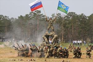 Độc đáo lễ kỷ niệm ngày truyền thống của lữ đoàn lính dù Nga