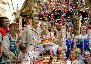 Trải nghiệm lễ hội tắm hơi cùng cây chổi 'quý hơn vàng' ở Nga
