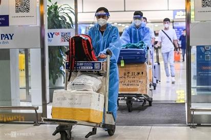 Hành khách từ TP HCM vui mừng khi Hà Nội bỏ 'cách ly tập trung'