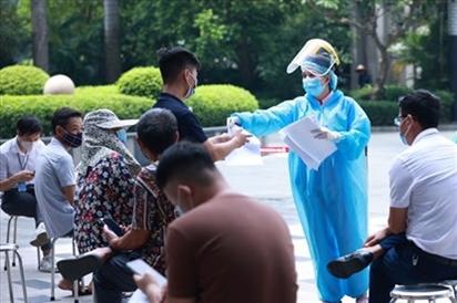 Thêm 13 người nhiễm nCoV tại Hà Nội