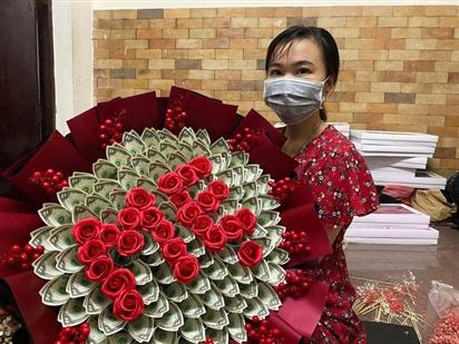 Bó hoa bằng tiền mặt trị giá 200 triệu đồng ngày 20/10