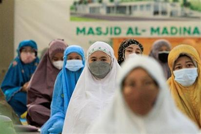 Hàng trăm nhân viên y tế Indonesia mắc Covid-19 dù đã tiêm vaccine