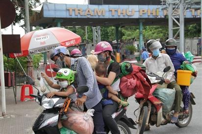 Hai người đi xe máy từ Bình Dương về Nghệ An dương tính SARS-CoV-2