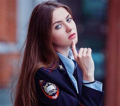 Phụ nữ Nga mặc quân phục đẹp và quyến rũ nhất hành tinh