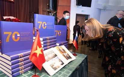 Đại sứ Ngô Đức Mạnh ra mắt sách kỷ niệm ''70 năm chặng đường vẻ vang quan hệ Việt Nam - LB Nga''