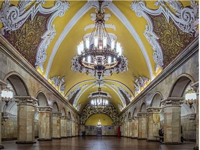 Tàu điện ngầm Moscow - Cung điện lung linh dưới lòng đất của Nga