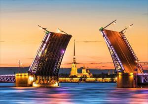 Thức đêm, chờ đợi khoảnh khắc mặt trời lặn sau 23h ở Nga