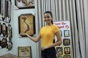 Trương Thị May mang hơn 35.000 hạt gạo đến  Miss universe 2013