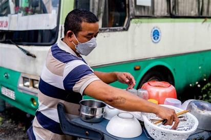 Tài xế, phụ xe hãi hùng kể lại 4 tháng sống trên xe buýt ở TPHCM