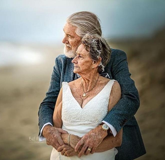 Loạt ảnh 'tình già' ngọt lịm tim khiến dân mạng trẻ xuýt xoa ao ước
